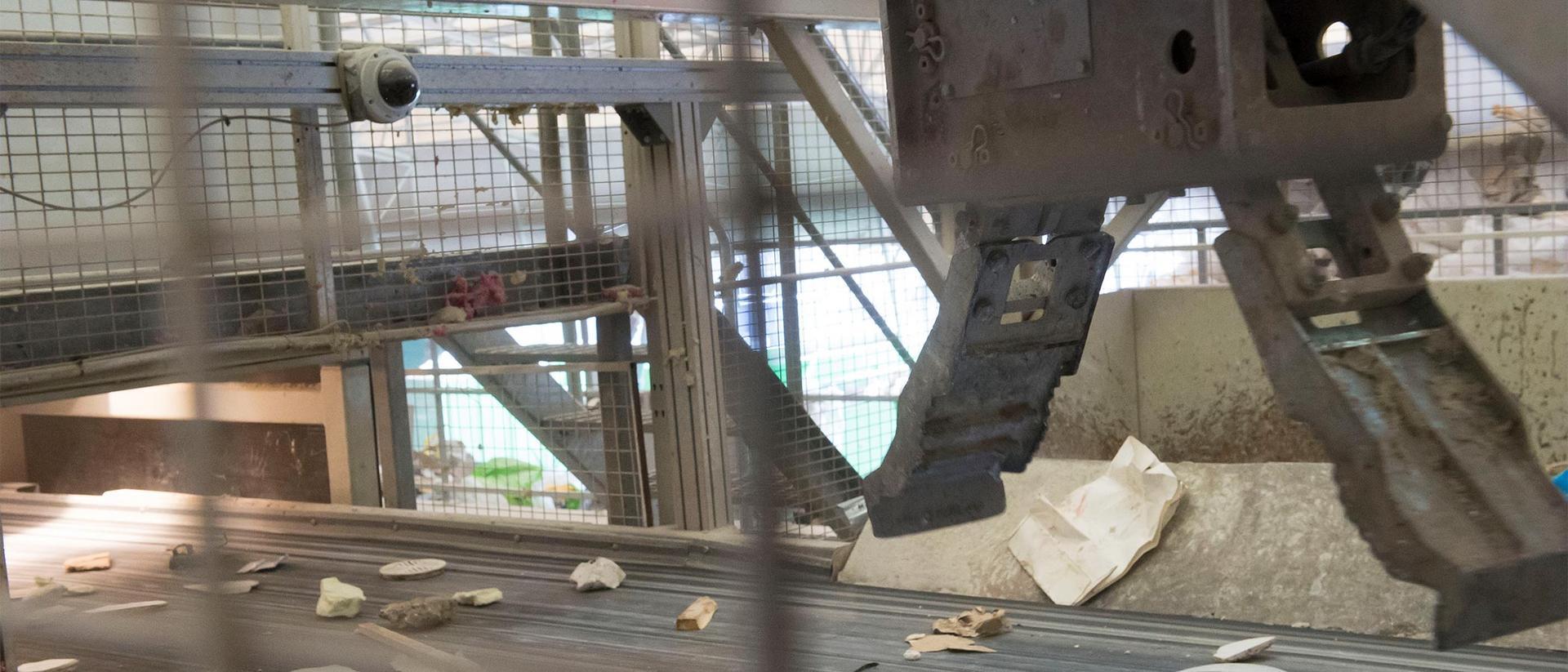 Robotti käsittelee kierrätysmateriaaleja