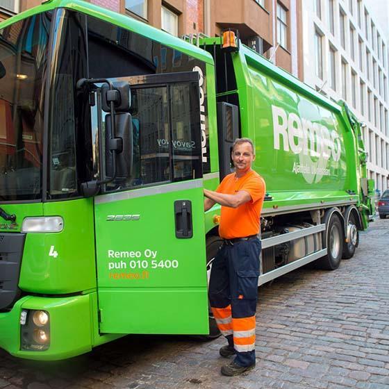 Jäteauto ja kuljettaja