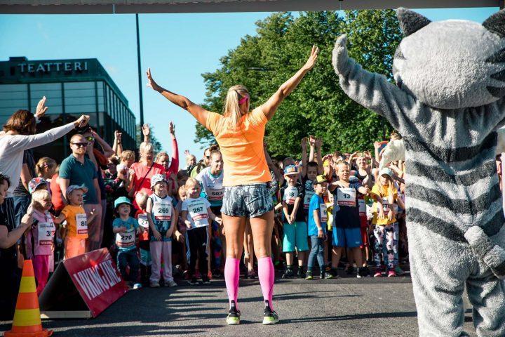 Lapsia Paavo Nurmi marathonilla